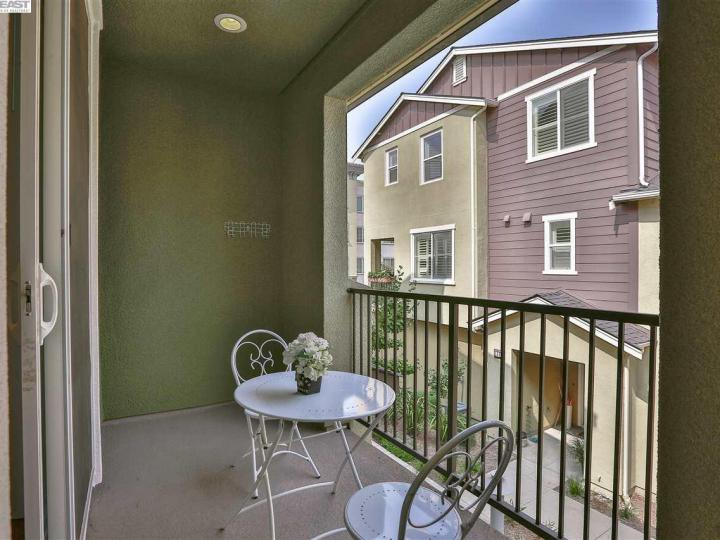 1541 Coyote Creek Way, Milpitas, CA, 95035 Townhouse. Photo 36 of 40