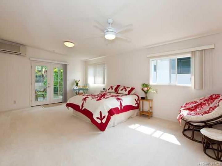 654 Maluniu Ave Kailua HI Home. Photo 4 of 10