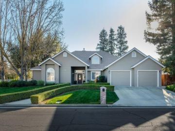10661 N Rushmore Dr, Fresno, CA