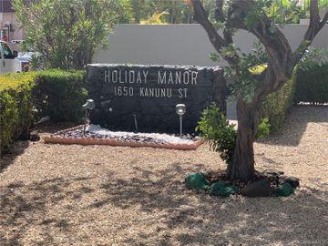 Holiday Manor condo #915. Photo 2 of 7