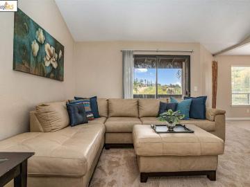 2742 Winding Ln, Hillcrest Vista, CA