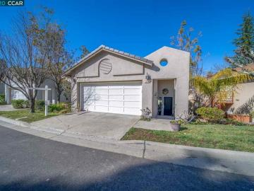 5010 E Lakeshore Dr, Canyon Lakes, CA